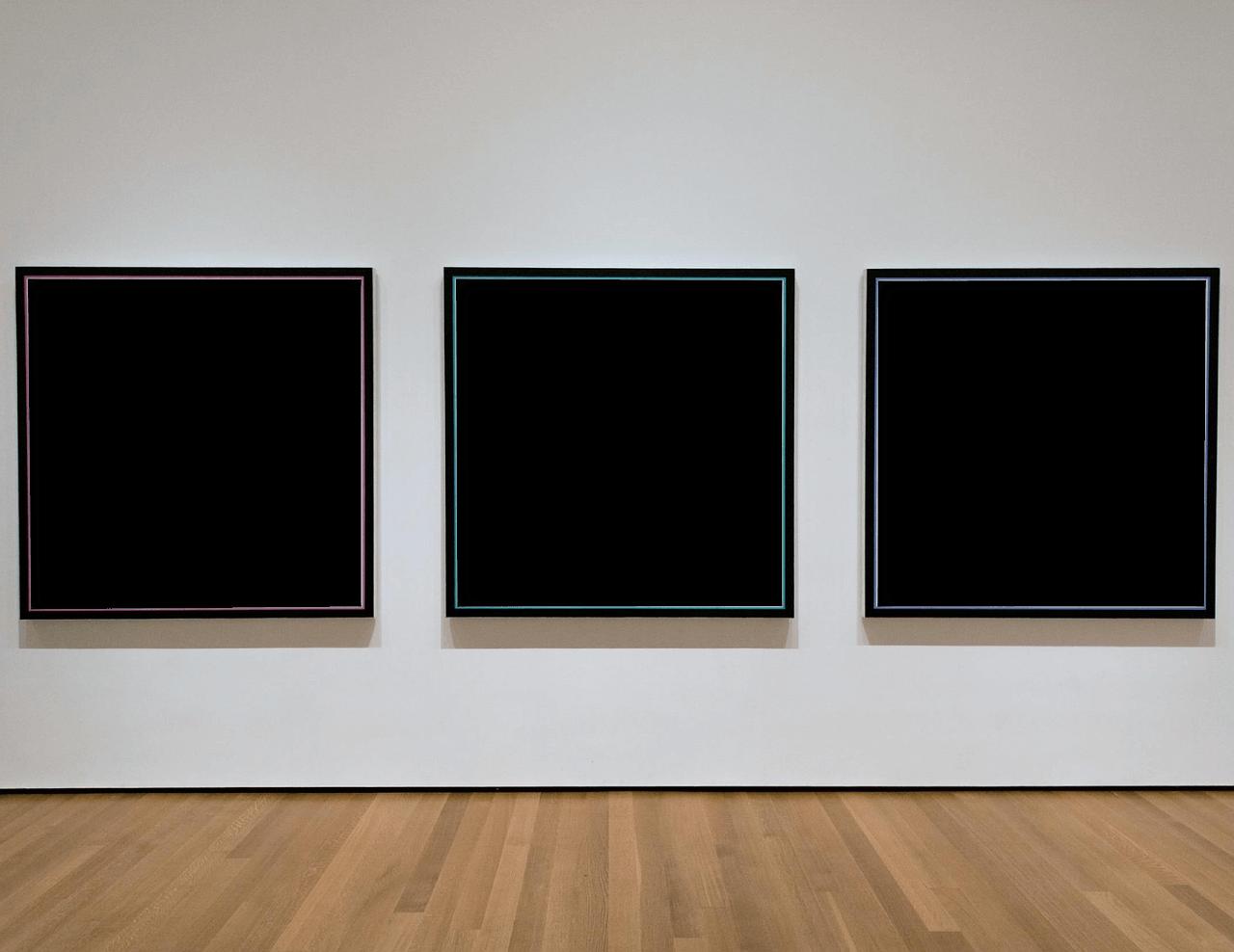 Drei Galerie Bilder zur Ausstellung - leere Leinwände