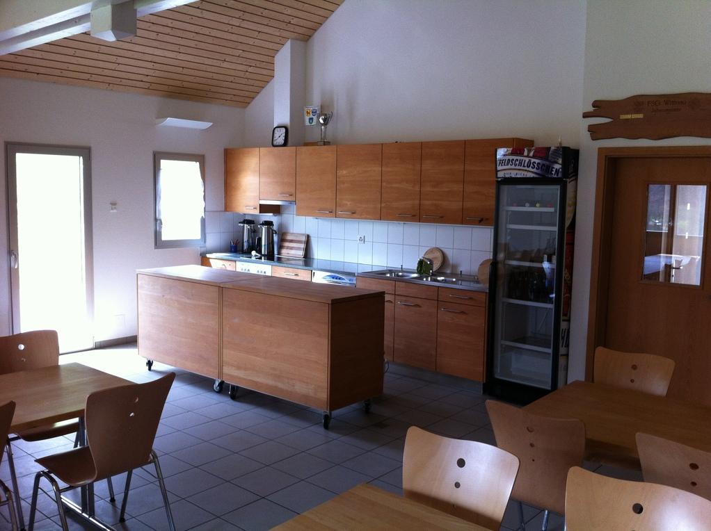 gut ausgestattete Küchenzeile
