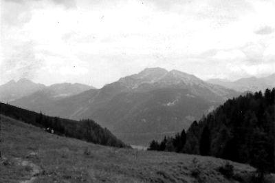 Foto Bergmotiv, für die zwei gemalten Variationen, links.