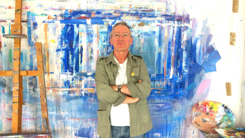 Gerhard marquard, lehnt an der Malwand, zwischen Palette und Staffelei