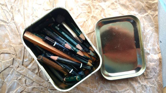Dose mit abgespitzten Bleistiften
