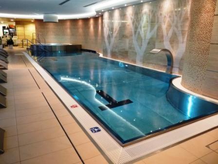 15 Meter langes Schwimmbecken