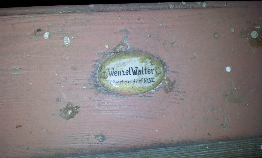 Namensschild in der Kirche in Berzdorf 5