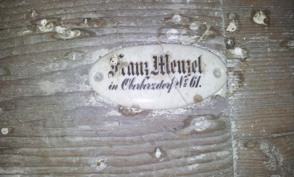 Namensschild in der Kirche in Berzdorf 3