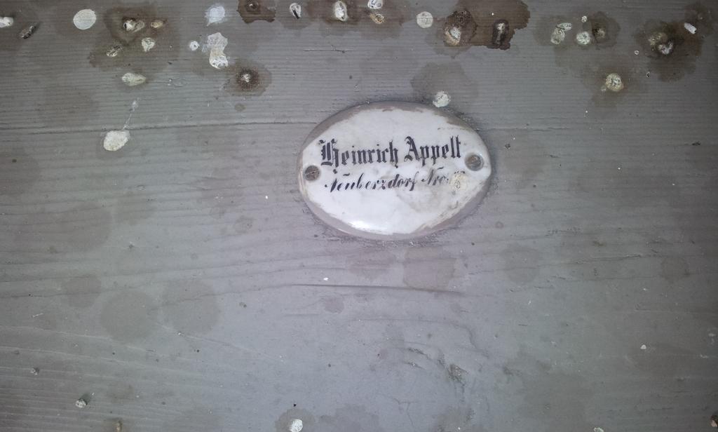 Namensschild in der Kirche in Berzdorf 1