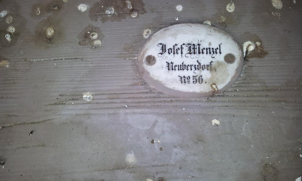Namensschild in der Kirche in Berzdorf 8