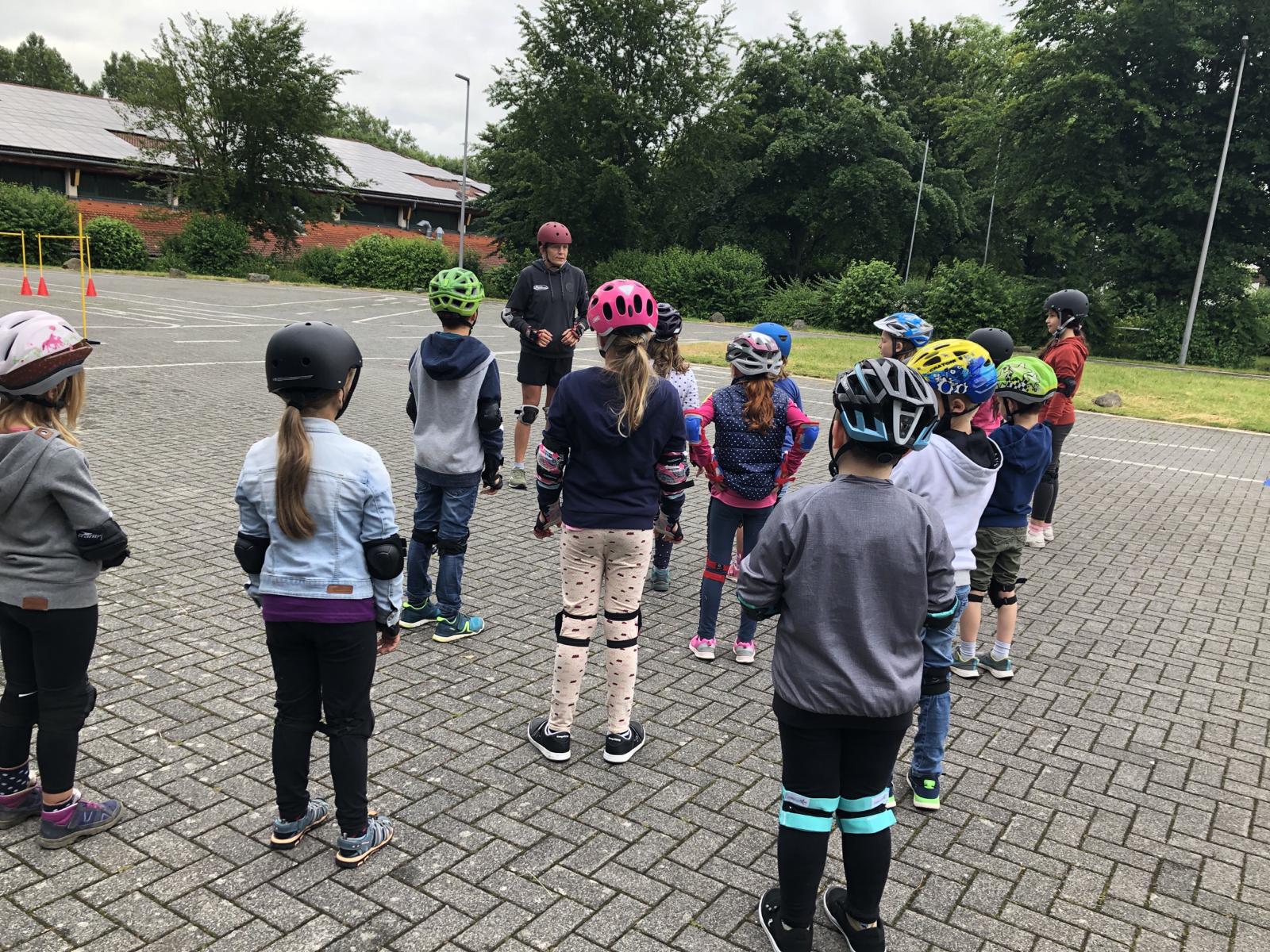 Remagener Skateschool bringt die Gelsdorfer Grundschüler ins Rollen