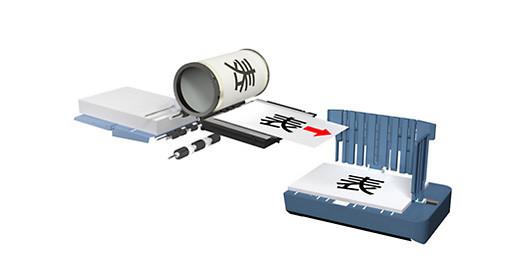 デジタル印刷機で表面(おもてめん)を印刷し、排紙台に用紙を積載します。