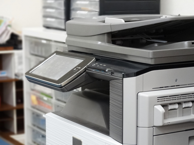 【コスト削減】複合機の印刷を白黒に設定する方法