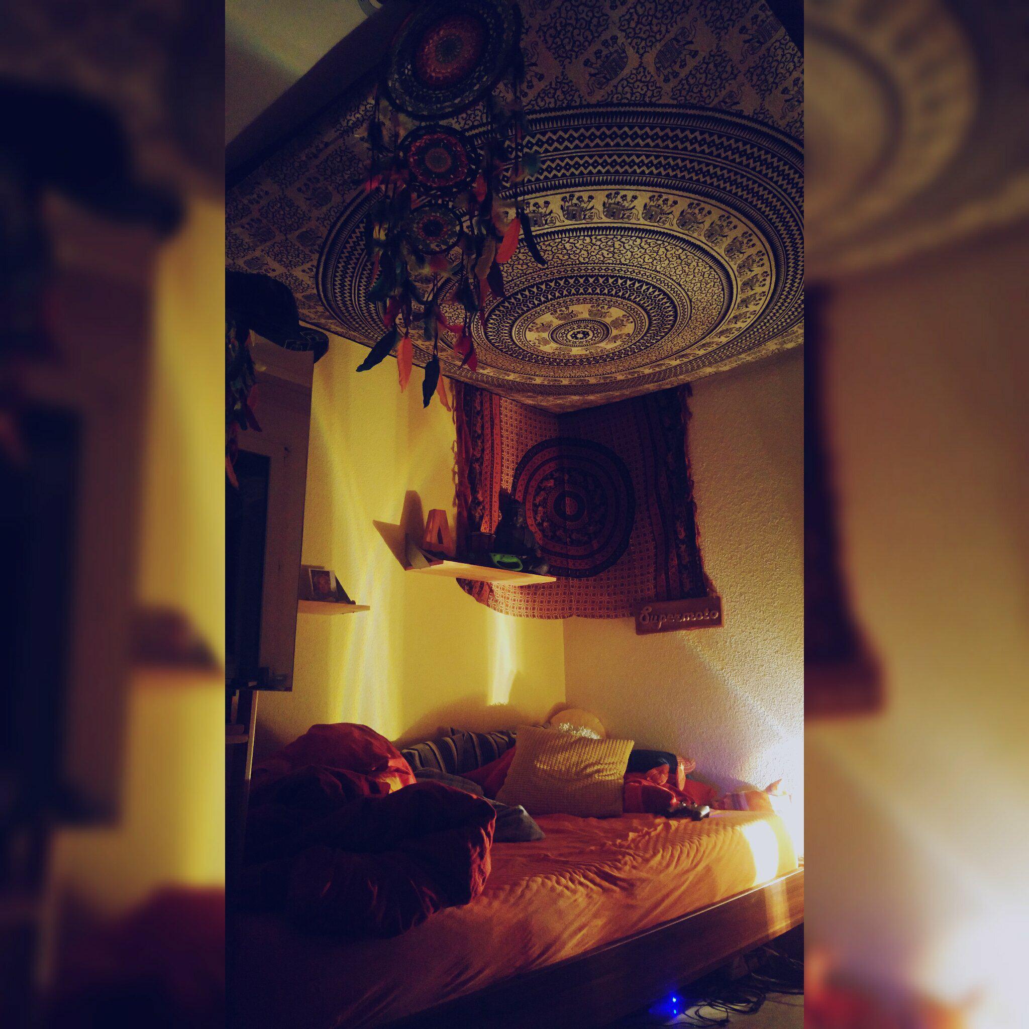 Wandtuch und Traumfänger unter der Woche sorgen für einen ruhigen Schlaf