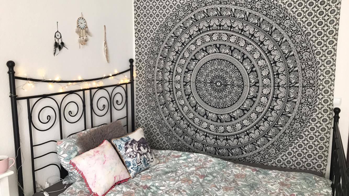 Mandala Wandtuch mit Elefanten im Schlafzimmer