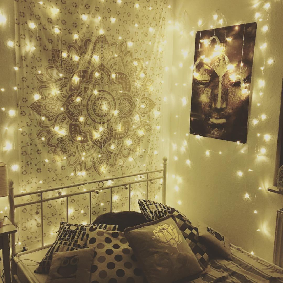 Gold Wandtuch mit Lichternetz