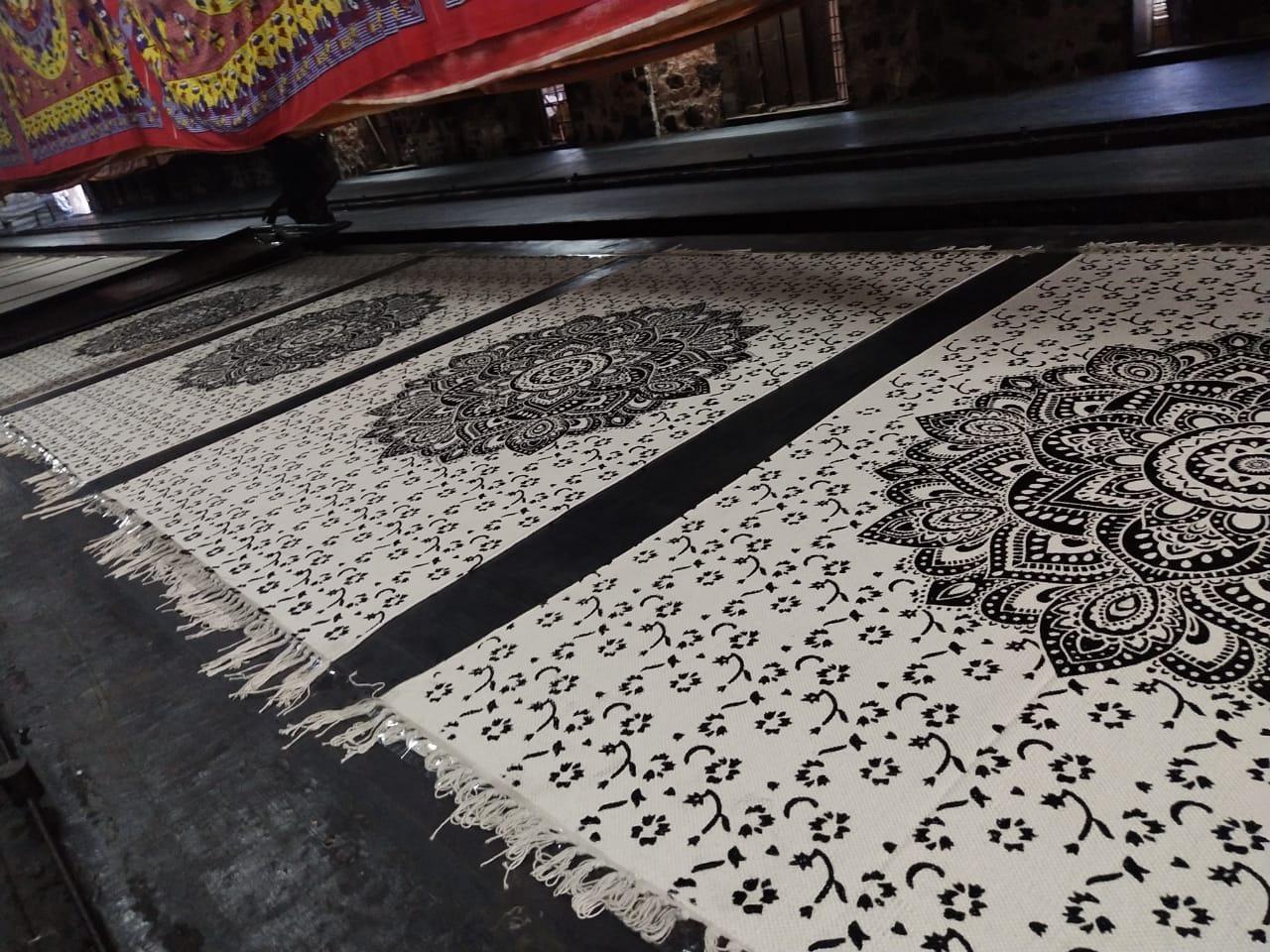 Lotus Mandala Teppich, frisch bedruckt