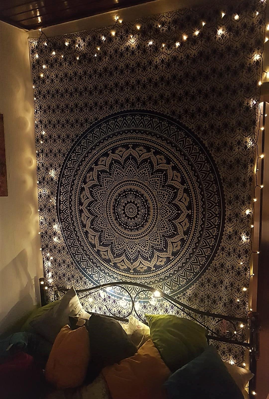 Mandala Wandtuch mit Rahmen aus Lichterketten