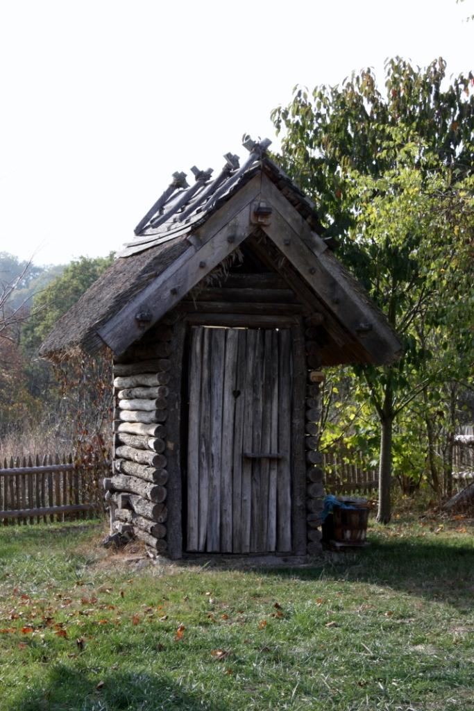 """Komposttoilette am """"Historischen Gehöft"""". Die Toilette riecht tatsächlich nicht ! Zur Nachahmung empfohlen !"""