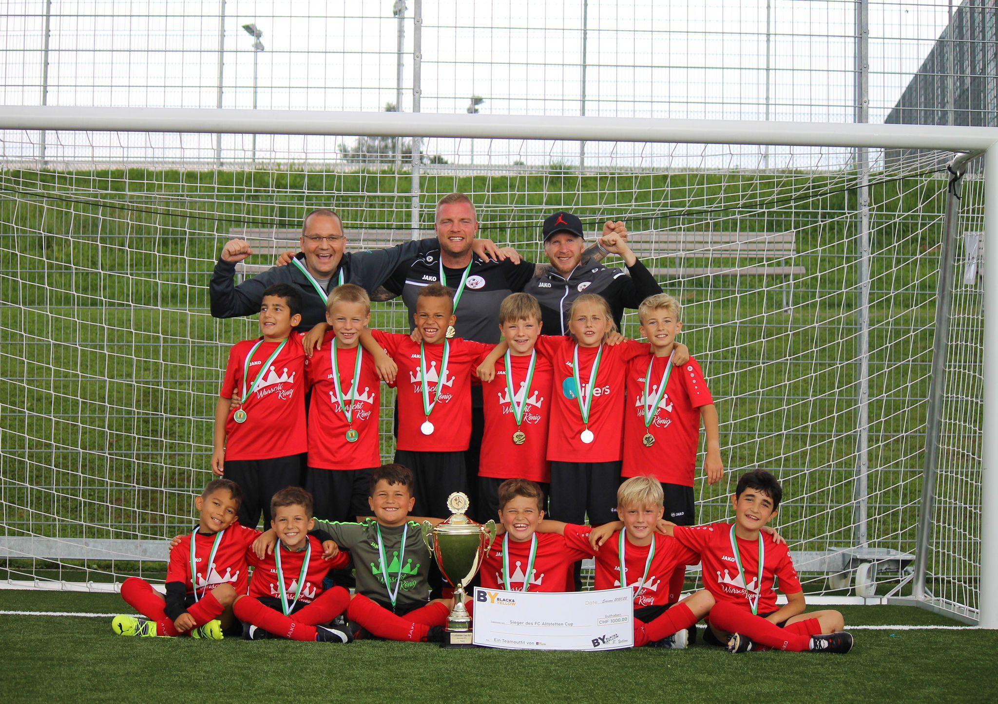 Mannschaftsfoto Junioren E rot mit Sponsor Würstkönig Hornussen Saison 2021/2022