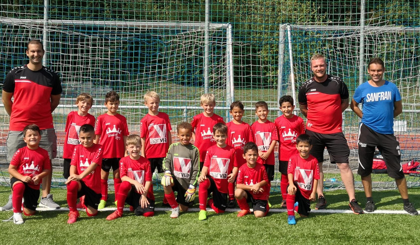 Mannschaftsfoto Junioren F rot und schwarz - Dress Sponsor: Wurstkönig, Hornussen und Aarvia Bau, Würenlingen Saison 2020/2021