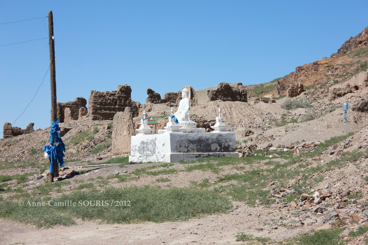Ulgii Khiid - statue du Buddha construite en 2010 par Mr. ADYASUREN de Khatanbulag