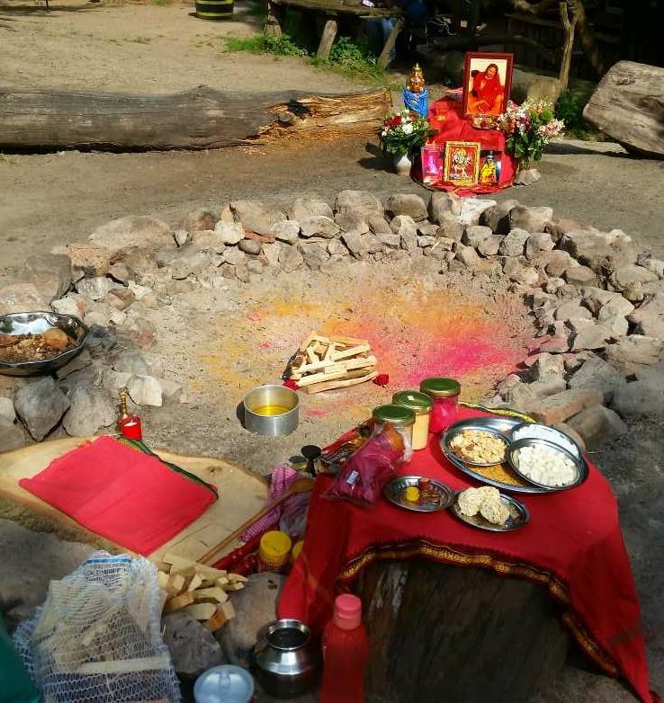 Vorbereitung Kali Maa Yagna Puja - WaldHealing Festival