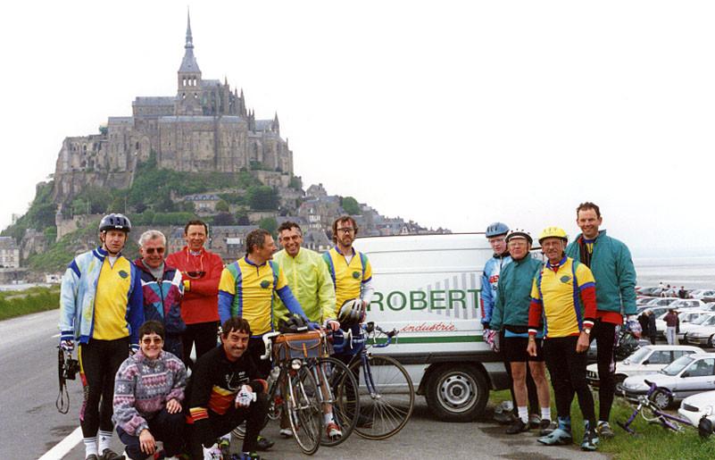 1996 - 18 cyclistes au Mont St Michel au compteur aller et retour 500kms