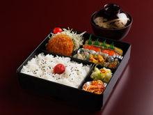 江別のすし店 やま六鮨おすすめのランチメニュー カツとじ定食です。