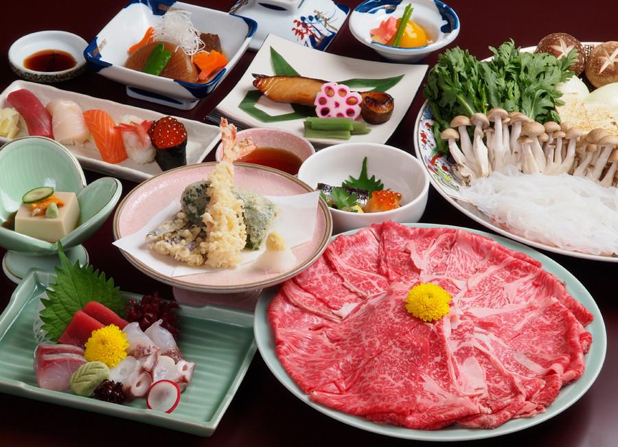 江別市にあるやま六寿司の特選すき焼き鍋セットはご予算に応じてご用意いたします。