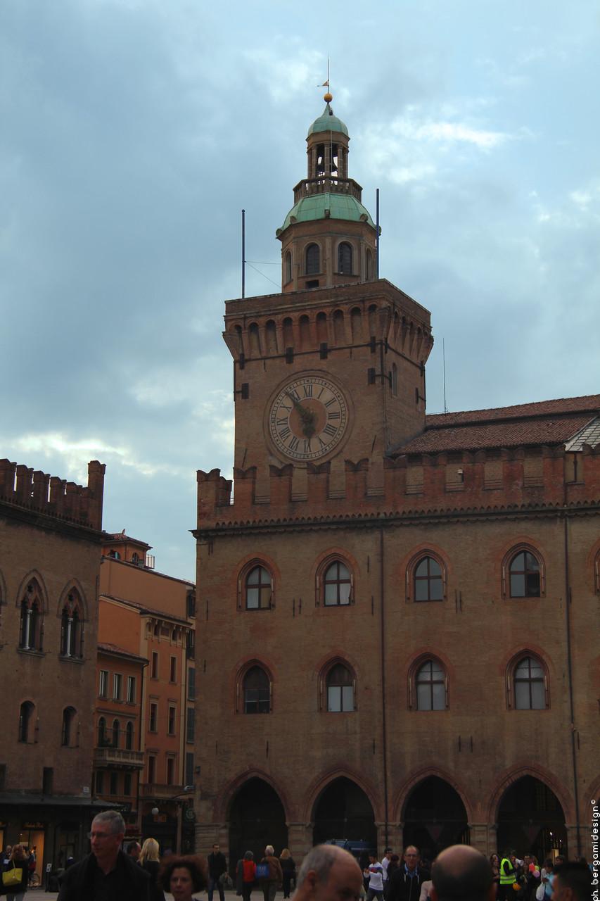 Torre degli Accursi o dell'Orologio