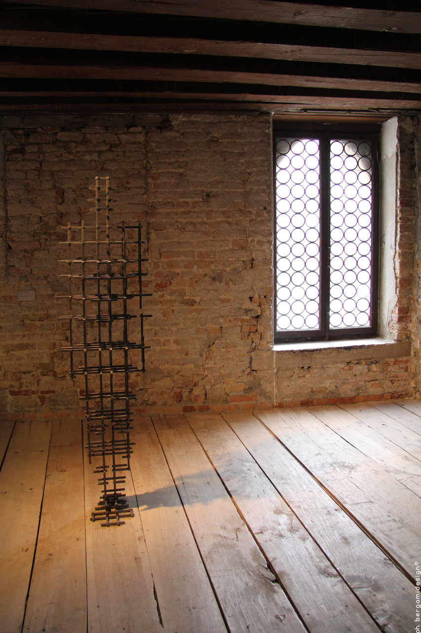 Grill, Antony Gormley