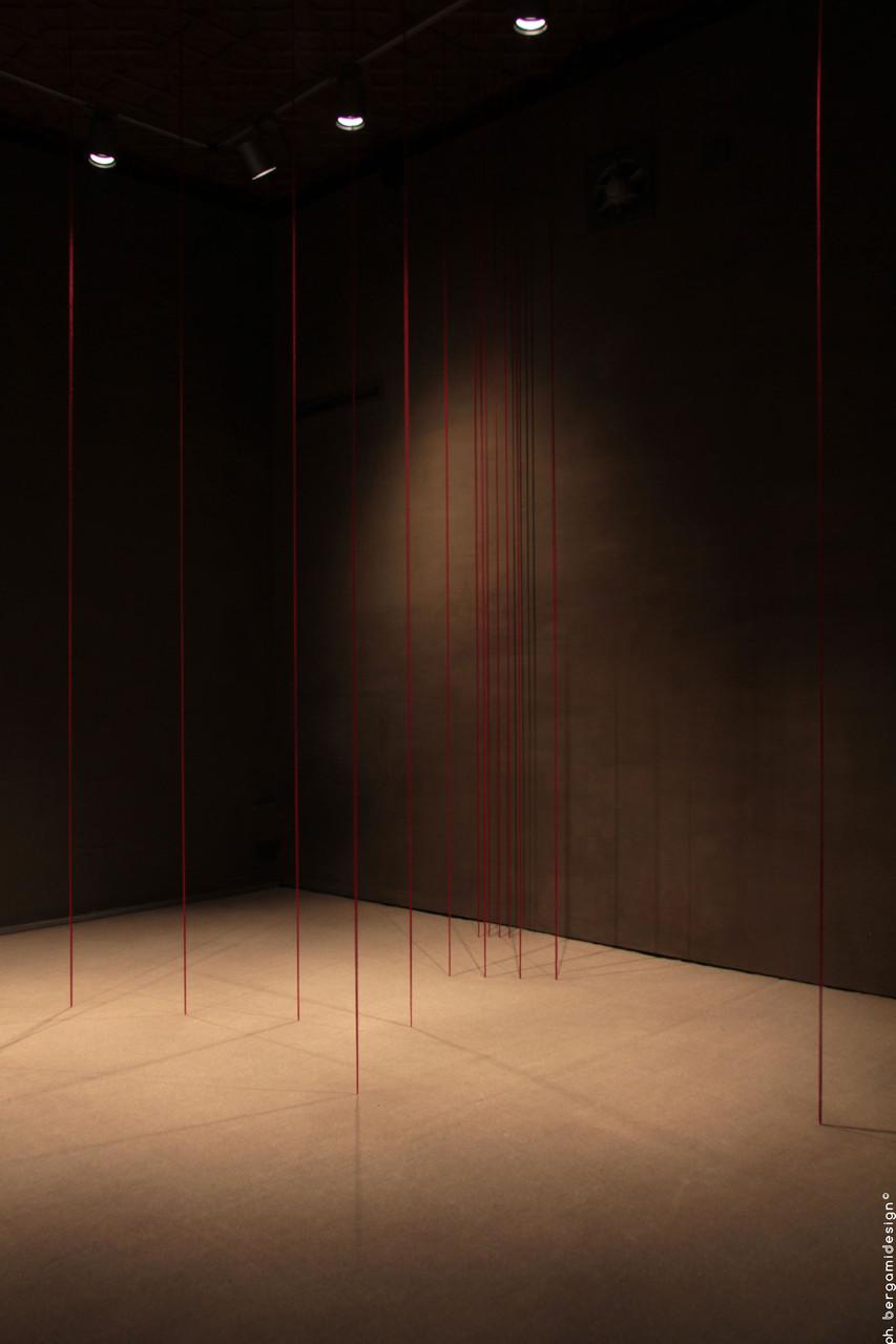 Untilted (Sculptural study, sixteen-part vertical construction), Fred Sandback