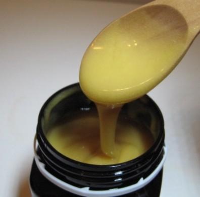 マヌカハニーは、他の蜂蜜よりも抗菌作用が強く、香りとコクが特徴の高級はちみつです。