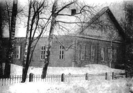 Здание Миньковской начальной школы, в которой учился П. И. Беляев