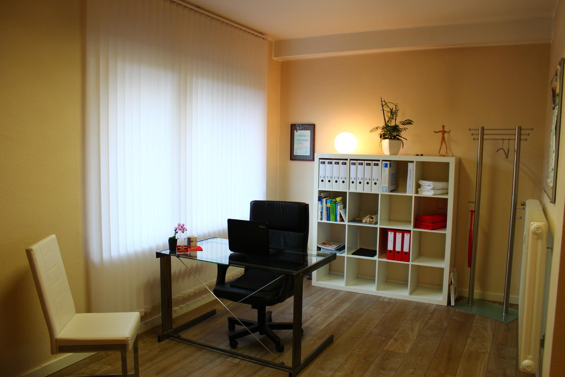 Behandlungsraum 1 & Büro