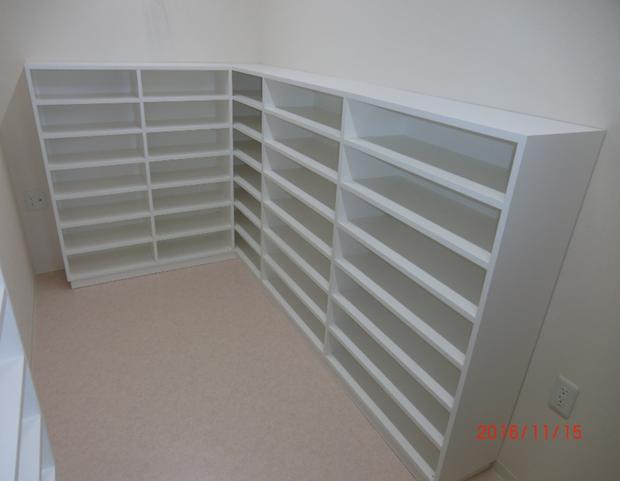 白ポリオープン棚 W2400・1100×D320×H1300 ¥390,000(税別)