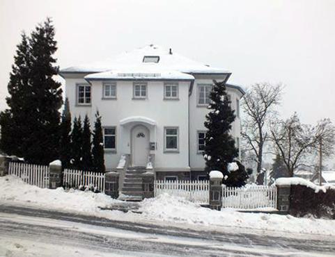 Ferienhaus XXL Deutschland - Blick von der Straße 4 (Winter)