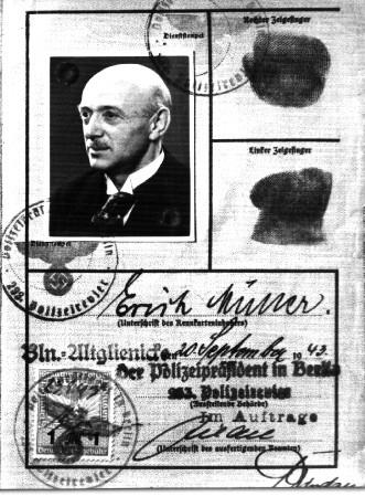 Foto : Kennkarte des Altglienicker Pfarrers Erich Müller, der 1945 seinem Leben ein Ende setzte