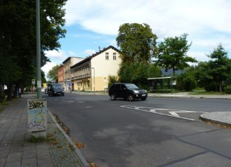 Heute : Geschäfts und Wohnhaus (Köpenicker Str.)