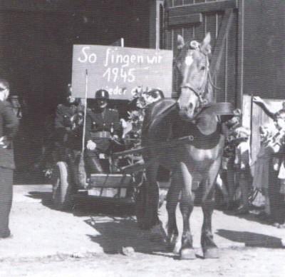 Hier noch ein Bild vom Jahr 1945 nach dem Krieg (Neubeginn der FFw)
