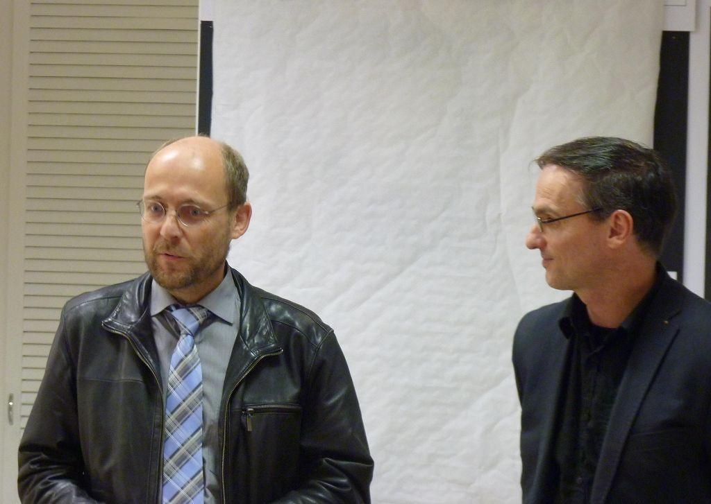 Links : Peter Groos BVV Vorsteher Treptow Köpenick