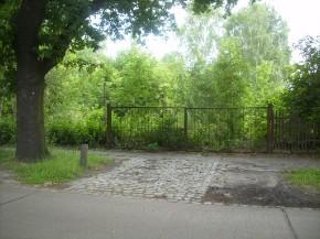 Heute ein verwildertes Grundstück (jetzt 2012 Spielplatz)