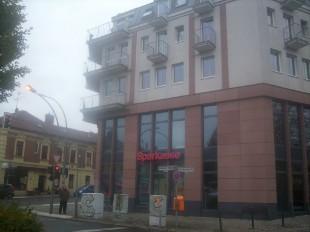 Heute ein Wohn und Geschäftshaus mit Sparkasse