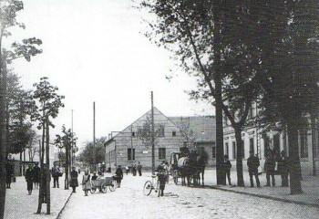 Früher : altes Schäferhaus dann Dorfschule (Wilhelmstr.)