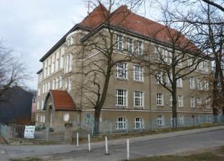 Die Schule am Berg heute (April 2010)
