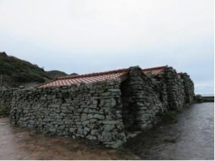 木坂のヤクマの塔の近くにある藻小屋