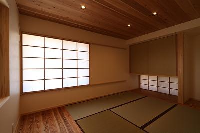 和室を見る。