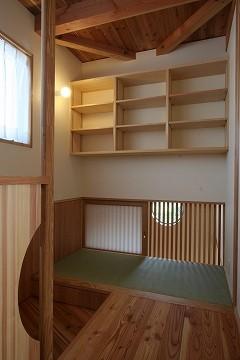 階段上部の畳スペース。玄関上部とつながる。