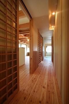 玄関からLDK畳の間方向を見る。