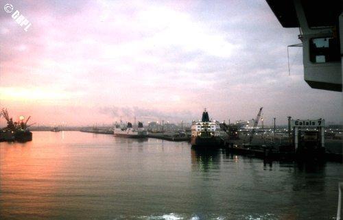 Des sorties peuvent être organisées au départ de Calais du terminal des ferries