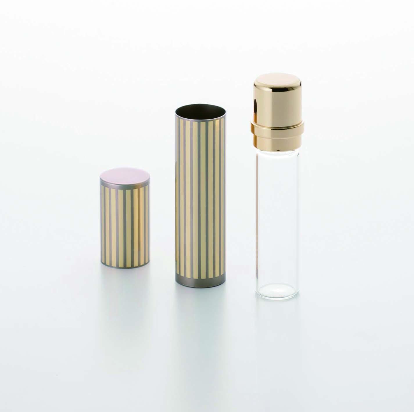 【フォトスタンド】アルミとガラスを組み合わせた質感の高いミニ骨壷が付属