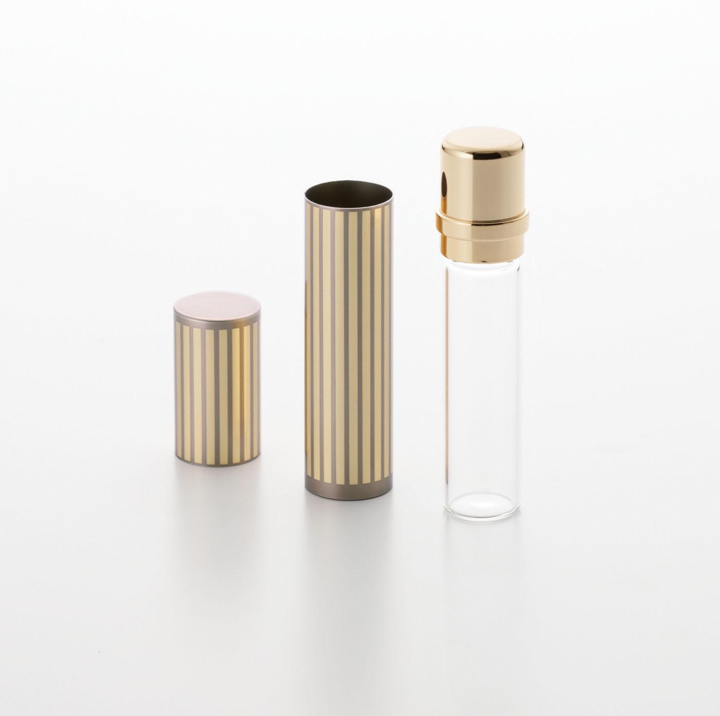 【メモリアル フォトスタンド ウッド Wフレーム】アルミとガラスを組み合わせた質感の高いミニ骨壷が付属