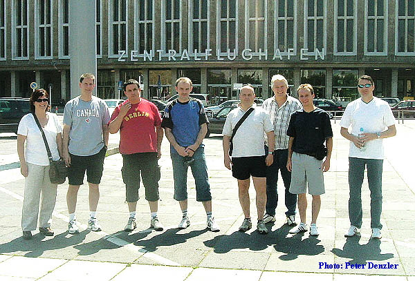 Vor dem Zentralfughafen Tempelhof